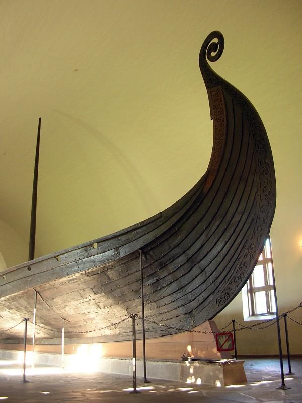 Ладья-Осебергский-корабль-носовая-часть