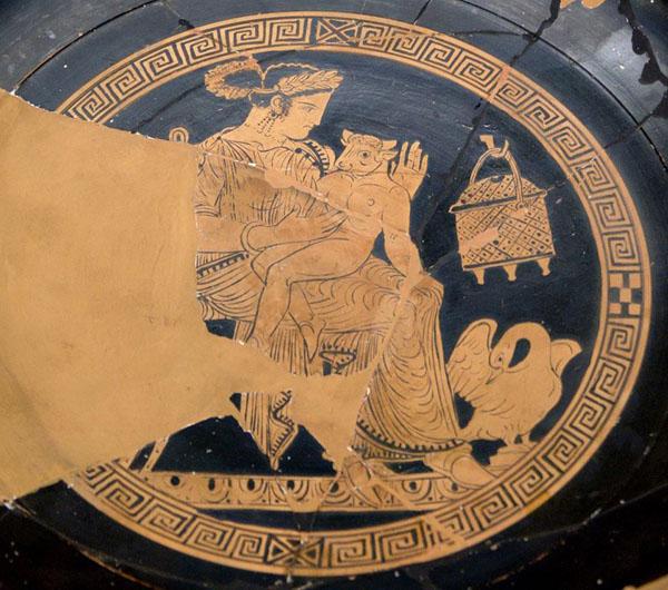 Пасифая, жена царя Миноса, родила Минотавра от бога Посейдона, превратившегося в белого быка.
