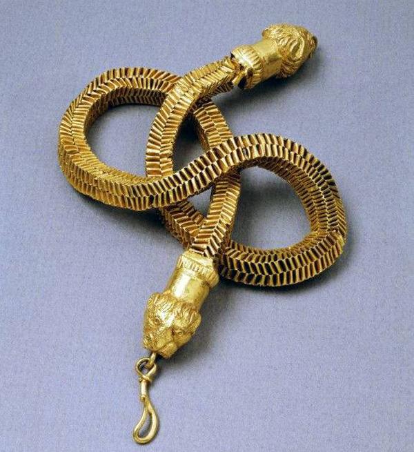 Золотая цепь с головы льва-300 г. до н.э
