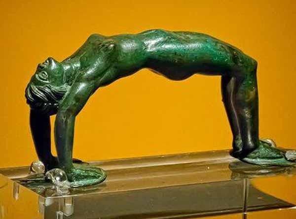 акробот-ручка от кувшина-300 г до н.э.
