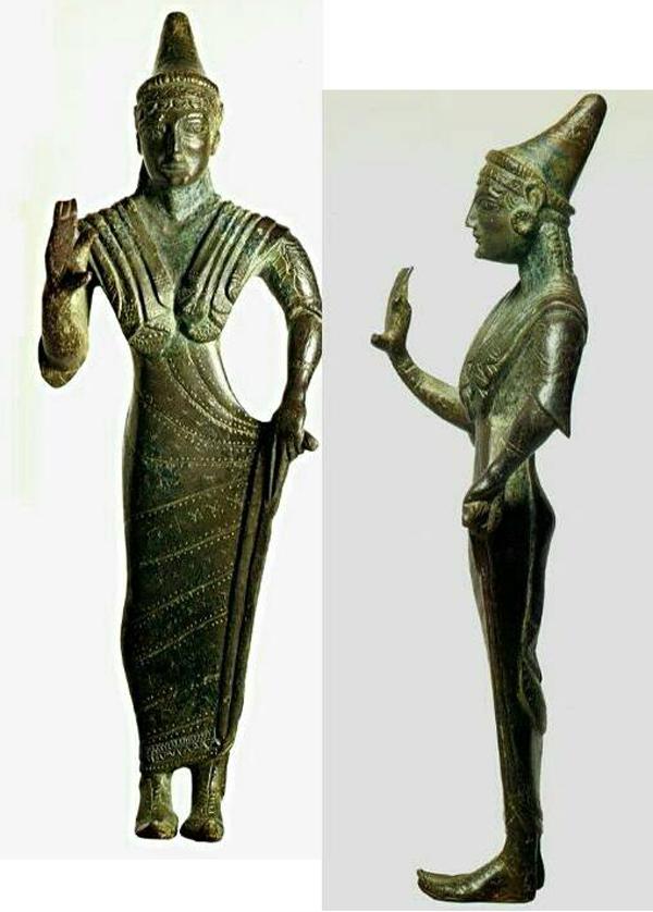 Богиня Уни в высокой тиаре