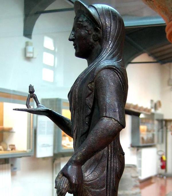 боги-афродита с бутон. розы-символом красоты-V в. до н.э.