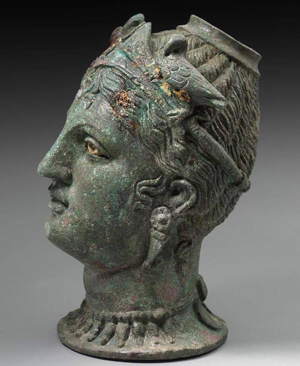 боги-туран-афродита украш. 2 голубка- 3-2 вв. до н.э.