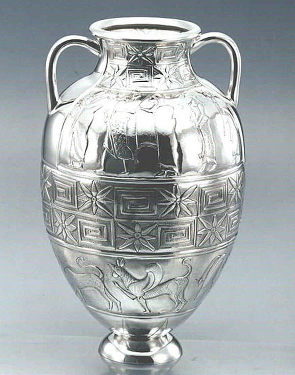 грифоны-Этрусская посеребренная амфора. II век до н. э.