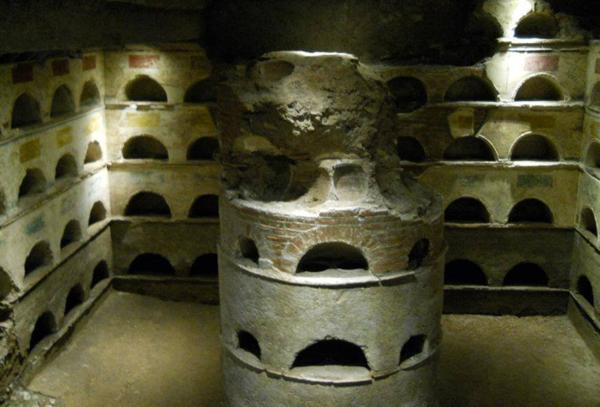kurgan-vnutri-grobnicy-praxa
