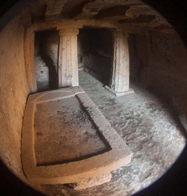 kurgan-vnutri-etruscan-tomb