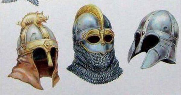 На шлеме изображён дикий кабан, на санскрите: Вараха– varāha – боров, хряк (родственное слова рус. яз.: варяги)