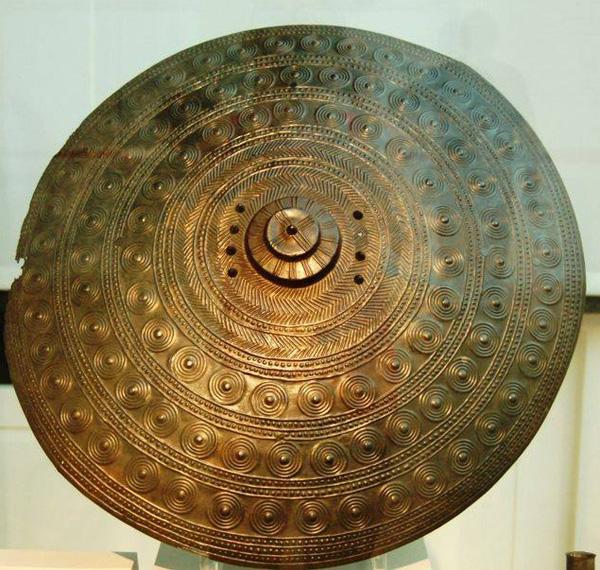 шлем и Этрус щит,Тарквиний- 8 век до Р. Х.