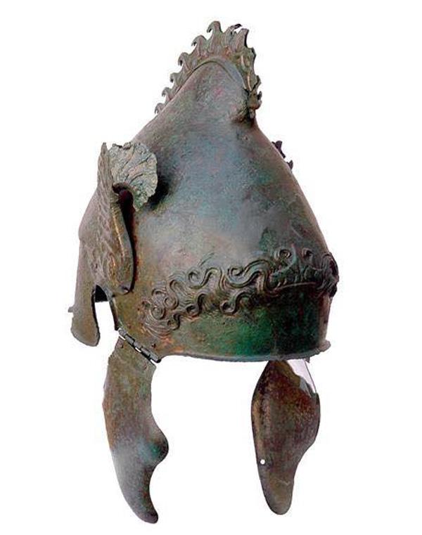 шлем-с гребнем