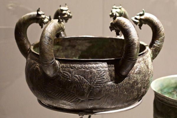 из гробницы Regolini-Галасси в Черветери -650 г. до н.э. Львы и крылатый пегас